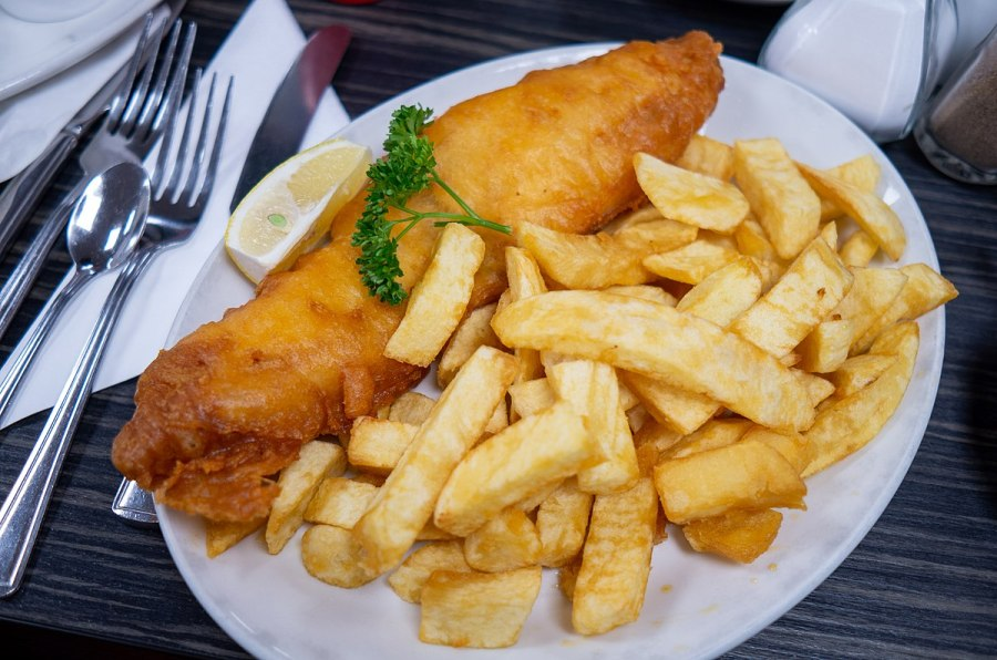 1200px-Fish_and_chips_blackpool